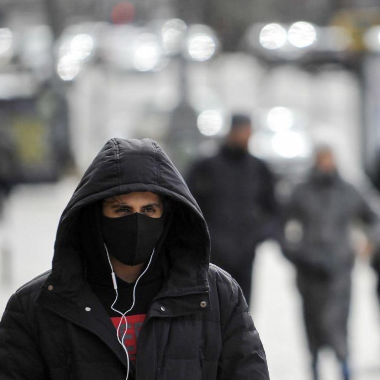 """Українцям пояснили, у яких випадках в """"червоній"""" зоні можна не одягати маску на вулиці"""