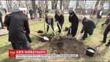 """В Украине началась новая волна акции """"Посади дерево мира"""""""