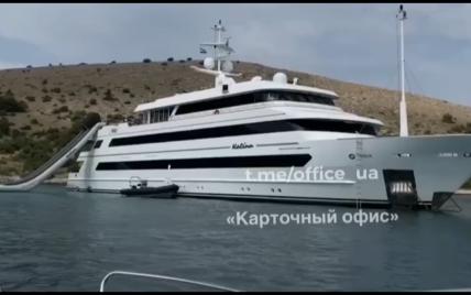 Порошенка застали на відпочинку на розкішній яхті, вартість оренди якої за тиждень 11 мільйонів гривень