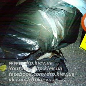 Кровавое ДТП в Киеве: на оживленном проспекте мужчину переехали сразу несколько автомобилей
