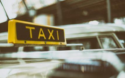 """""""Кермуй мовчки, холуй"""": у Харкові нетверезі """"майбутні прокурорки"""" не заплатили за таксі і стали зірками Мережі (відео)"""