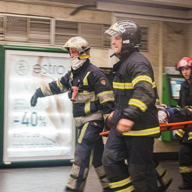 Їздять на вагонах, стрибають на колії, перелазять через огорожі: як кияни гинуть та травмуються у метро