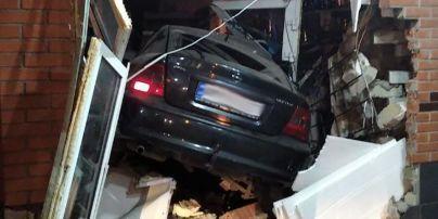 У Бердичеві п'яний водій в'їхав на машині в крамницю