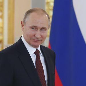 Путин подписал закон о контрсанкциях против США и других государств