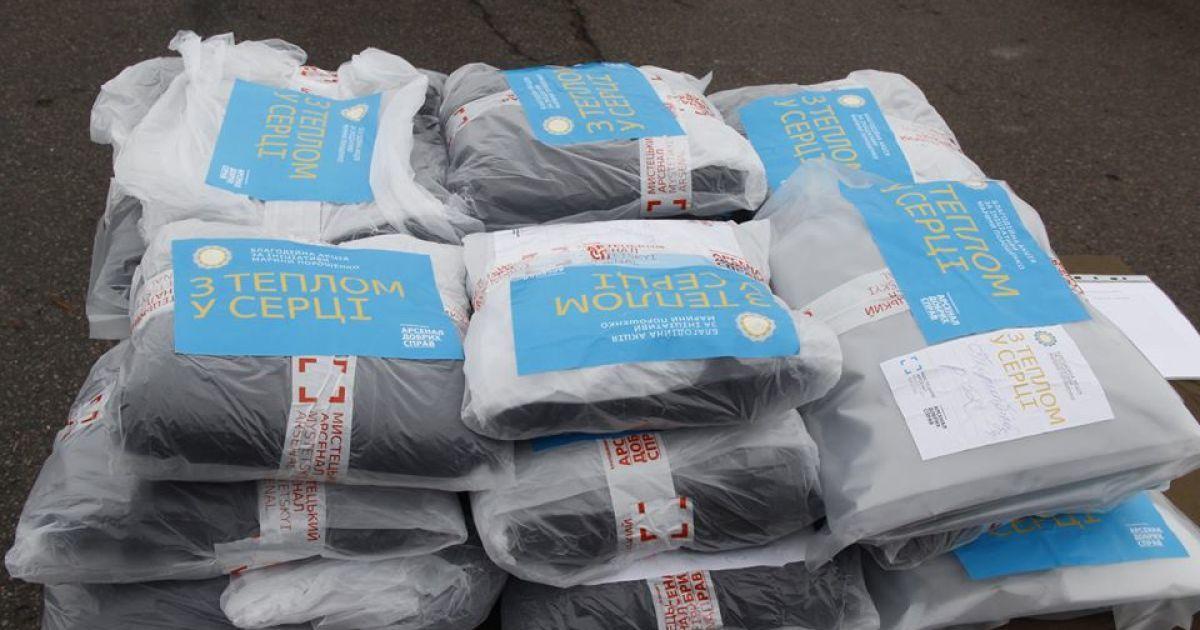 Військовим передали теплі речі від Марини Порошенко. / © mil.gov.ua