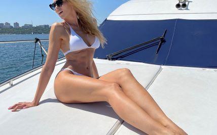 Похудевшая Оля Полякова в белом бикини устроила горячий фотосет на яхте