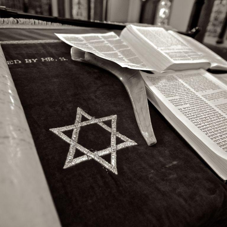 Сегодня День памяти украинцев, которые спасали евреев во время Второй мировой войны