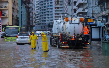 Грузию накрыли ливни: в Батуми прекращено движение транспорта на затопленных улицах