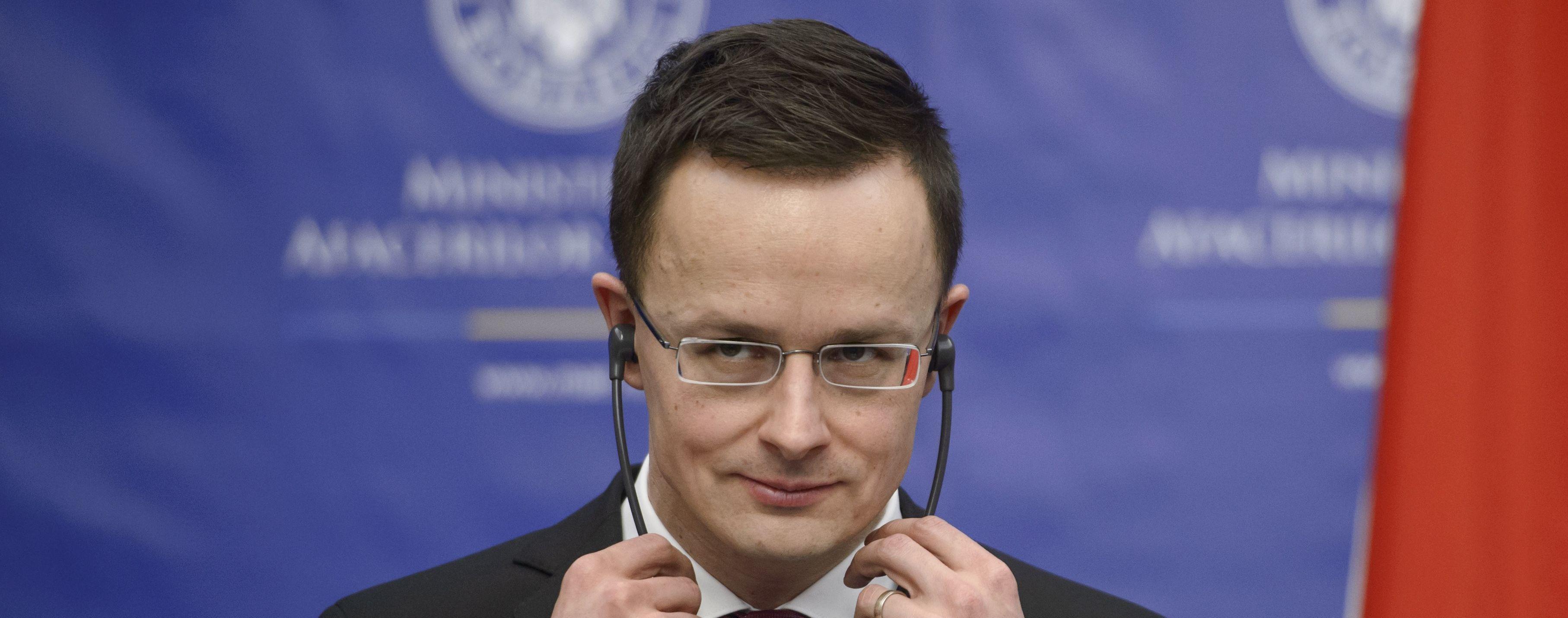 Очільник МЗС Угорщини звинуватив Україну в порушенні угод