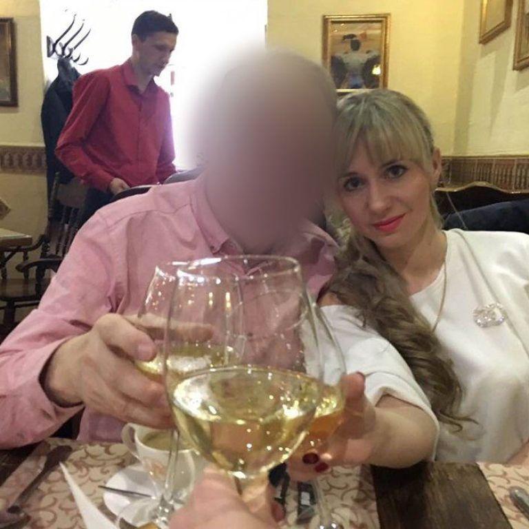 Фейковая свадьба, подставные родители и афера с жильем: женщины из Одессы выманили у влюбленного британца 250 тысяч евро
