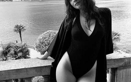Дочка Моніки Беллуччі грайливо позувала перед камерою в купальнику