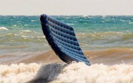 В Затоке 10-летнюю девочку на надувном матрасе унесло на сотни метров в море