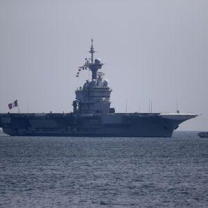 Франція розслідує спалах коронавірусу на своєму авіаносці: кількість інфікованих перевалила за тисячу