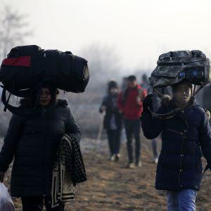 Турция пропустила в Евросоюз более 76 тысяч беженцев