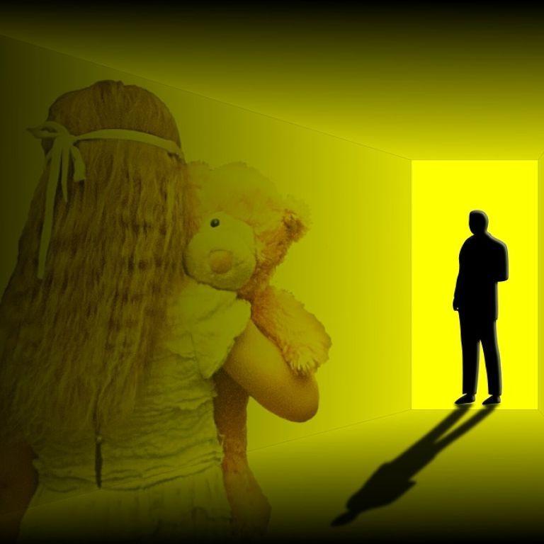 Під Дніпром 52-річний опікун ґвалтував свою 13-річну названу доньку