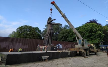 У Львові повністю демонтували радянський Монумент слави: фото