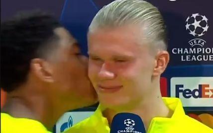 """Вундеркинд """"Боруссии"""" в прямом эфире поцеловал одноклубника после рекорда в Лиге чемпионов (видео)"""