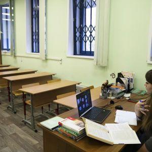 Ученики возвращаются в школу после каникул: как будет проходить обучение в различных зонах карантина