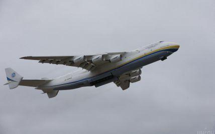 """Невероятное зрелище: пилот самолета Ан-225 показал, как взлетает """"Мрія"""" на видео с дрона (видео)"""