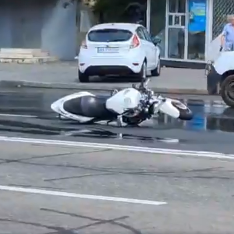 Отлетел на несколько десятков метров: в Киеве произошло смертельное ДТП с участием мотоциклиста