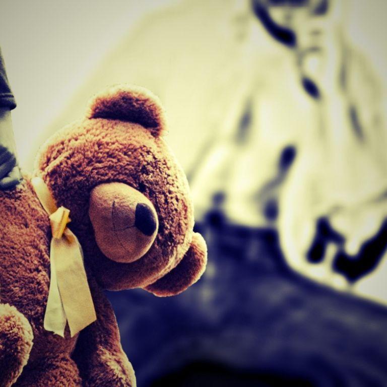 Набросился, когда она играла у ручья: на Закарпатье осудили подростка за изнасилование ребенка