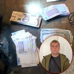 Пока другие спасали: в Киеве полицейский ограбил мужчину, который упал с электросамоката