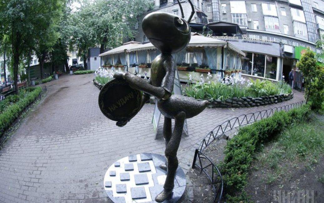 Высота скульптуры - два метра, вес - 200 кг. / © УНИАН