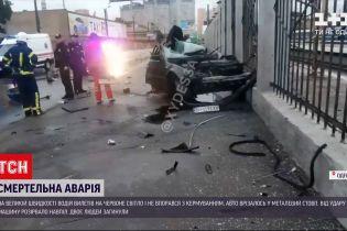 Новости Украины: в Одессе авто разорвало пополам от удара в бетонный столб, люди внутри погибли