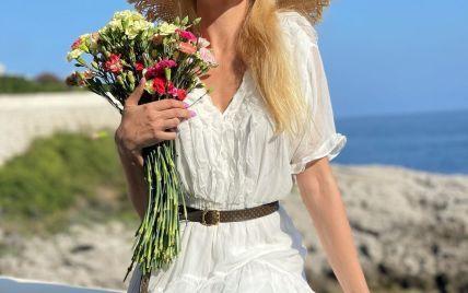 Красавицы в похожих флористических платьях: Оля Полякова показала новые снимки с Лазурного побережья
