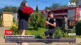 Новини України: на Закарпатті рятувальник освідчився коханій на пожежній машині і з букетом троянд