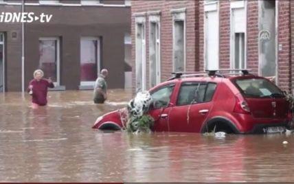 Людей знімають з дахів вертольотами: Бельгія потерпає від руйнівних повеней