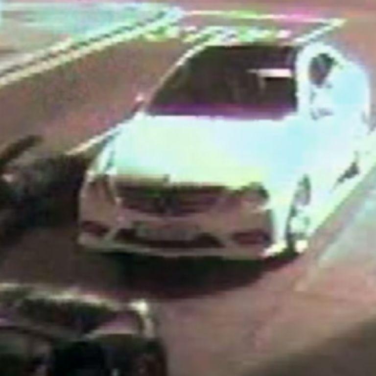 Вор-неудачник едва не убил себя кирпичом, которым пытался разбить окно автомобиля