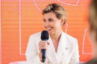 Яка красива: Олена Зеленська у білосніжному костюмі з'явилася на публіці