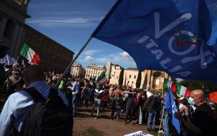 """""""Сертификат рабства"""": в Италии тысячи людей вышли на протесты против """"ковидных паспортов"""""""