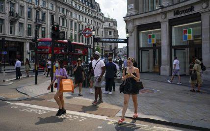 Знижки на доставку їжі та таксі: як у Британії заохочують молодь вакцинуватися проти COVID-19