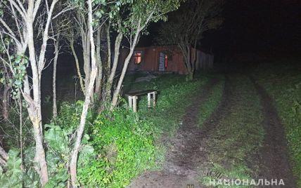 Труп на подвір'ї знайшла сусідка: у Львівській області 33-річний чоловік жорстоко вбив односельчанина