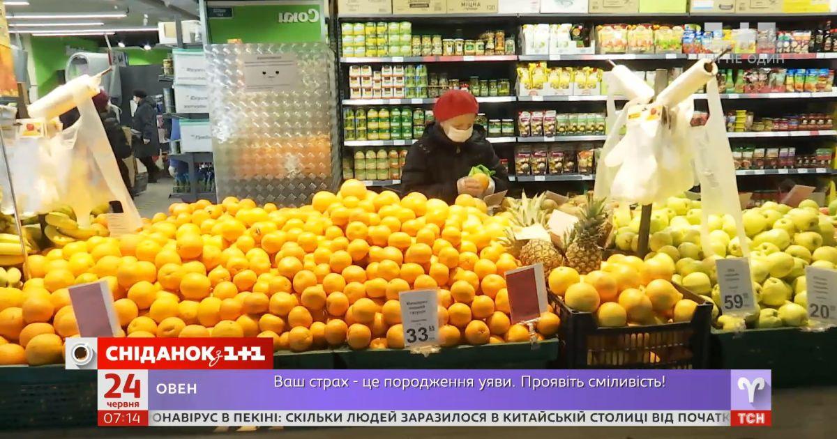 Украинцы почти половину доходов тратят на еду — Экономические новости