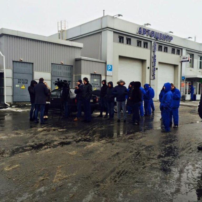 Активисты в шести городах Украины заблокировали работу российского поставщика сигарет