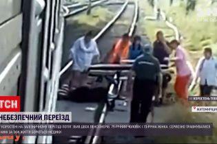 Новости Украины: в Коростене пенсионеры при переходе через пути попали под поезд