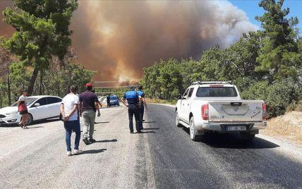 Отдых в дыму: после 50-градусной жары масштабно горят популярные турецкие курорты (фото, видео)