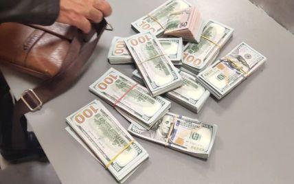 Розкрив сейф і забрав майже три мільйони: в Одесі затримали іноземця, який обікрав киянина (фото)