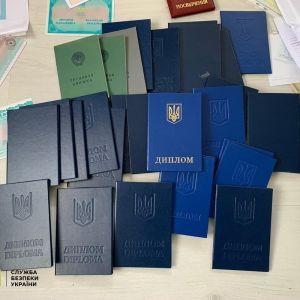 Продавал украинское гражданство россиянам: в Харьковской области задержали торговца паспортами