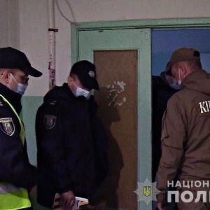 Зарезал ножом, расчленил тело и спрятал остатки в лесу: в Киеве мужчина жестоко расправился с матерью