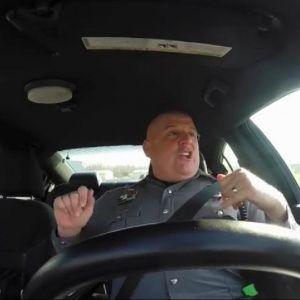 Полицейский поразил миллионы юзеров исполнением хита Тейлор Свифт