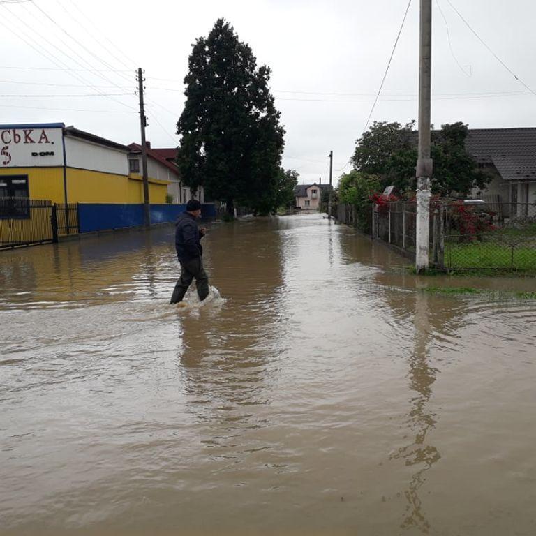 Що робить влада та чим пояснює: головне про масштабні повені на Заході України