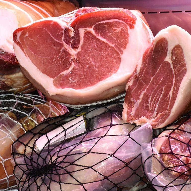 Свинина в Украине подорожает: почему и сколько сейчас стоит мясо