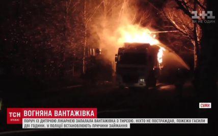 У Сумах біля дитячої лікарні вигоріла вантажівка з тирсою