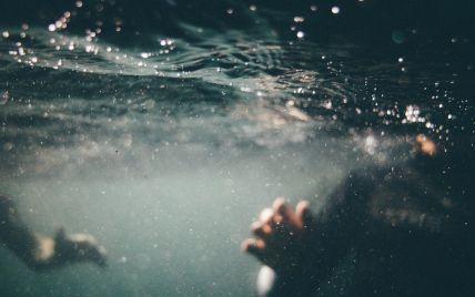 Пірнув і зник під водою:у Львівській області у озері втопився 11-річний хлопчик