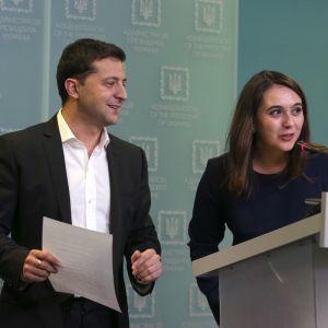 """""""Вы никого не толкали?"""": Зеленский пошутил о недавнем скандале со своим пресс-секретарем"""