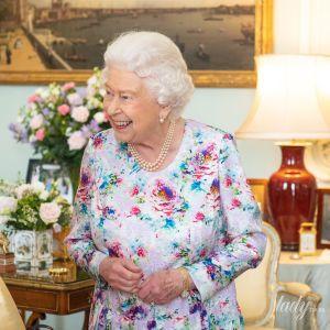 Королева розсердилася: Єлизавета II прибрала портрет герцогів Сассекських зі свого столика в палаці